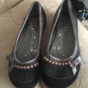 Dress shoes / flats